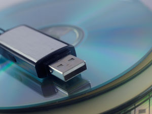 Different backup media, including CDs and a flashdrive